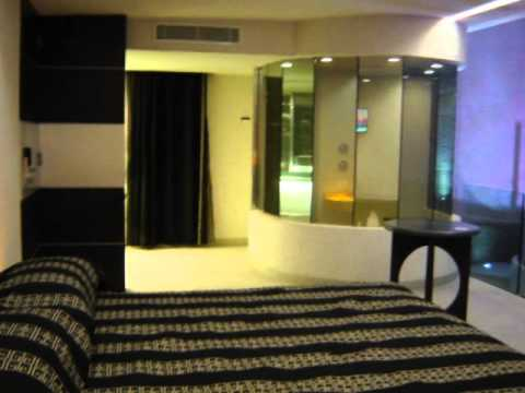 Newport suites y villas youtube for Hotel y villas 7