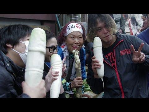 En el festival del pene de Japón el...
