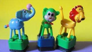 juguetes de bichos: elefante de brinquedo, macaco de brinquedo, leao de brinquedo