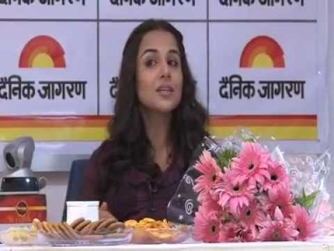 vidhya balan at Kanpur Dainik jagran's office.wmv