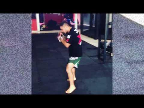 Sombra de Muay thai com Tiago dos Santos