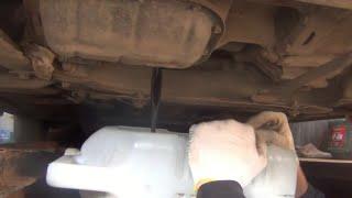 Замена масла в двигателе на Toyota Corolla