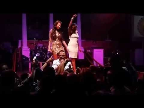 Ethiopian Hot Drunk Girls Dancing at Bizuayehu Concert thumbnail