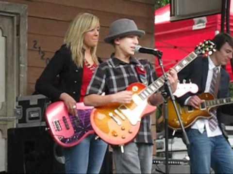 Young blues guitarist rocks Chicago blues fest 2011
