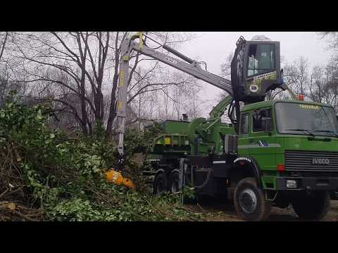 PTH 900 M Pezzolato drum wood chipper driven by IVECO C10ENTX motor, 429 Hp power