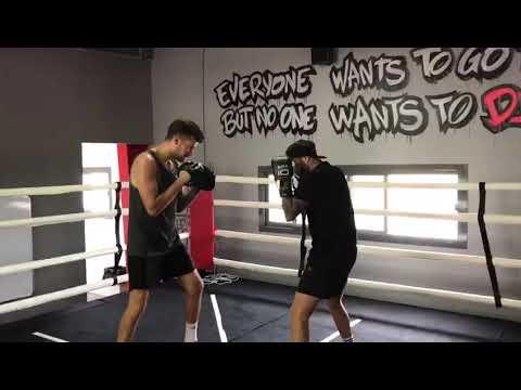 Dubai boxing coach with @boxiq working on defense