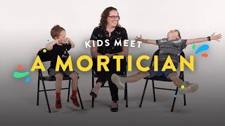 Baixar Kids Meet a Mortician | Kids Meet | HiHo Kids