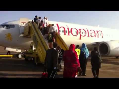 HOW TO GO IN AEROPLANE LIVE SEEN IN UGANDA(EAST AFRICA) ON GROUND OF UGANDA AIRPORT  OF AIRPORT