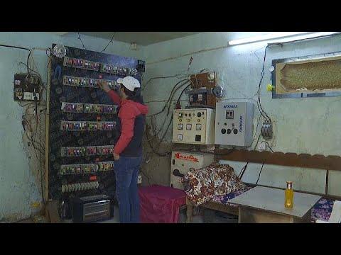 شاهد: محطات توليد منزلية لمواجهة نقص الكهرباء الحاد في العراق…  - نشر قبل 6 ساعة