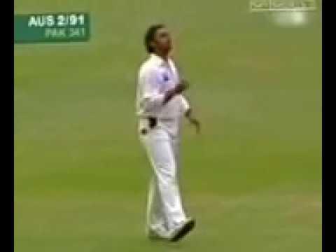Shoaib Akhtar vs Justin Langer   Aus 2005