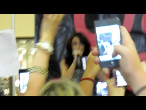 Cher Lloyd Federal Way Commons :)