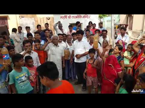 Ratangarh me Shree Ved Prakash Panwar gande Pani ko Lekar waterworks Walo ke khilaf nara Lagate huwe
