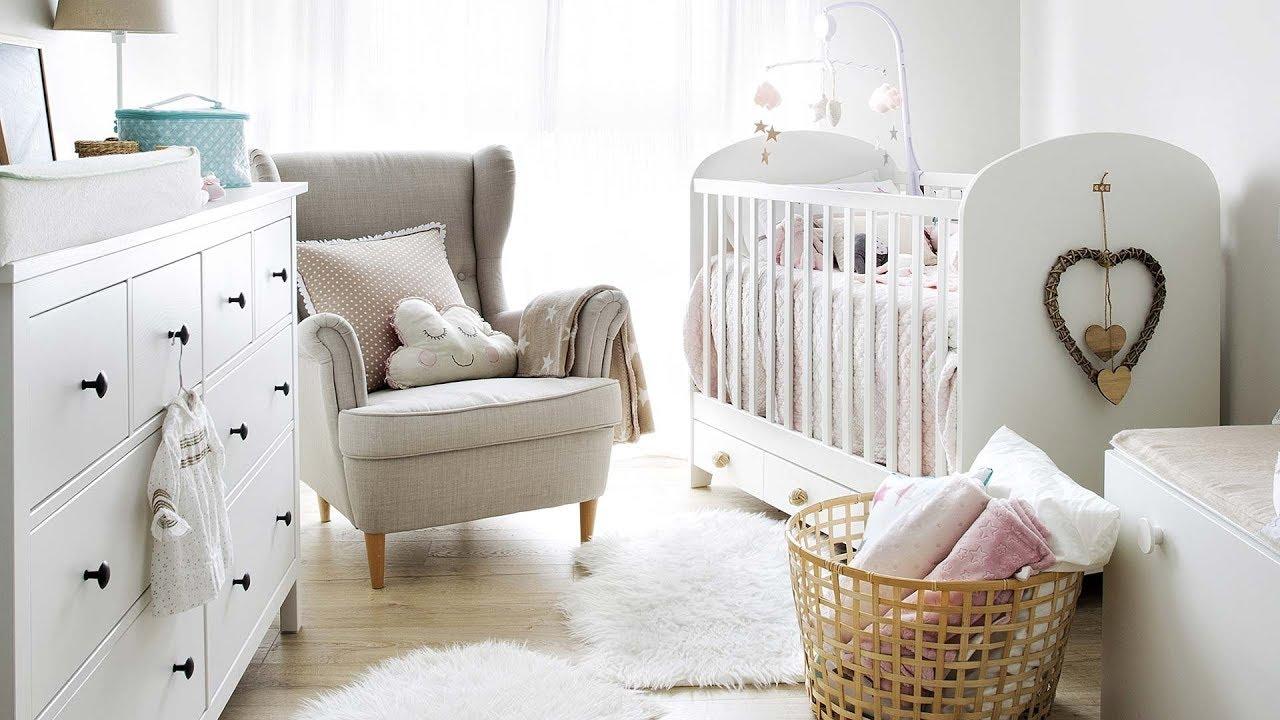 Un luminosos cuarto para el beb con cuna curso de - Habitaciones decoradas para bebes ...