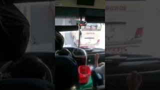 Tài xế xe Phương Trang đánh với xe khách