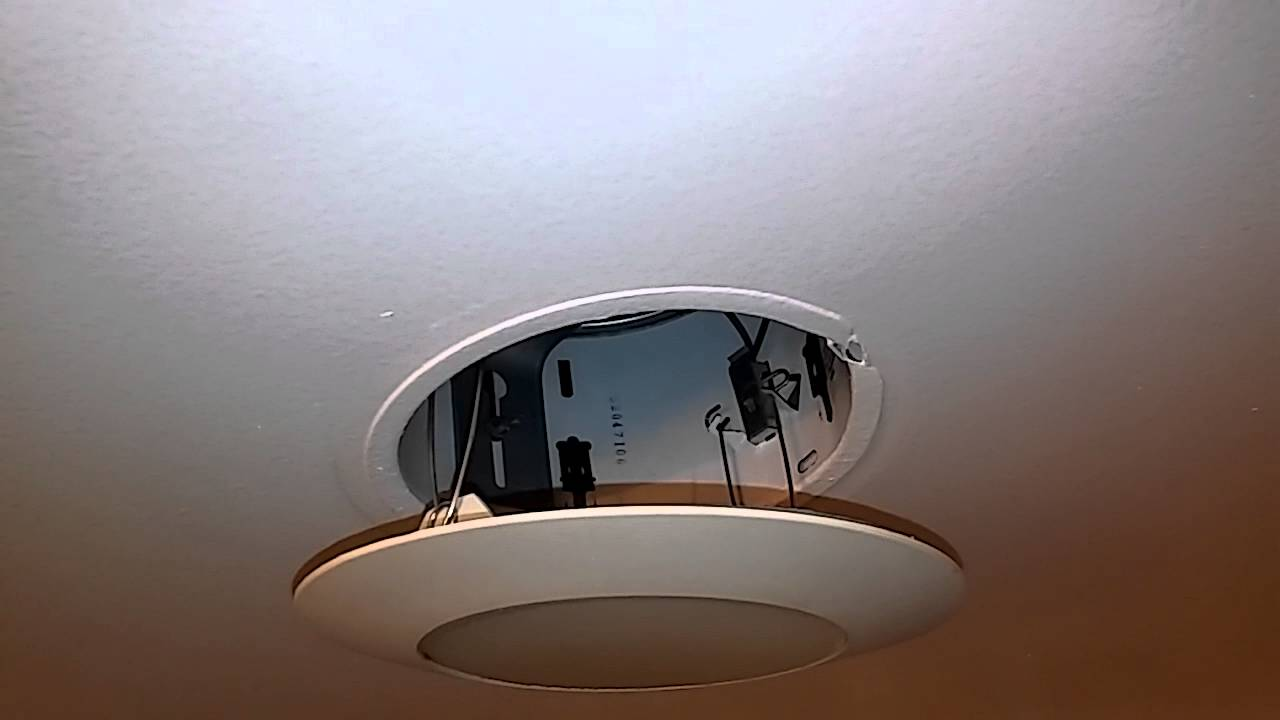 Replacing A Light Bulb with Recessed Lighting - YouTube