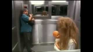 Fahrstuhl Mädchen-Zombie