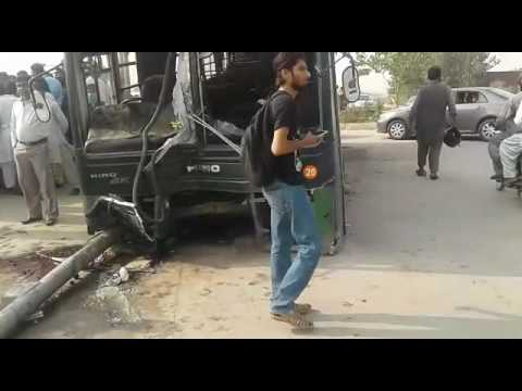 Accident of islamic university bus in islamabad G-11