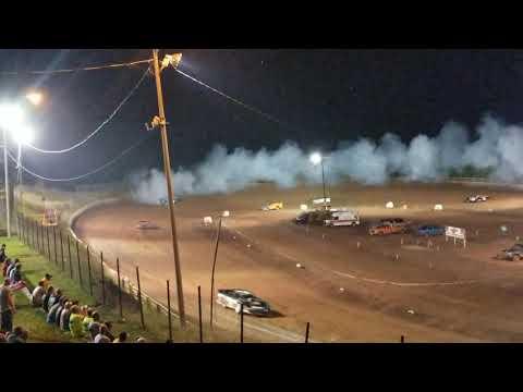 Mark Rhodes heat race at I-77 Speedway. Got tooken out!