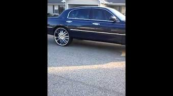 Lincoln Town Car On 26 Tvaction Info