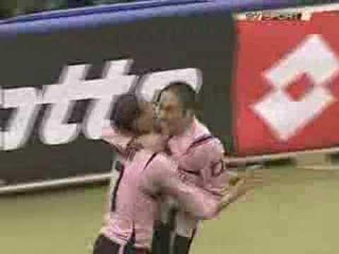 Edinson Cavani first ever goal in Serie A