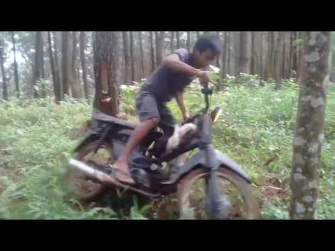 Trek-trekkan di Hutan Karang Sari