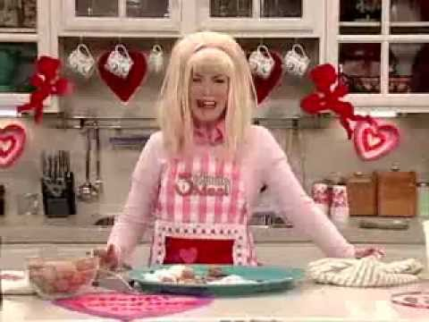шантажирует блондинку на кухне