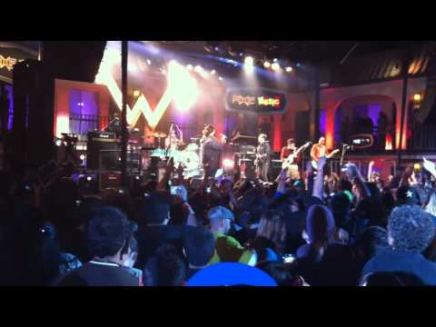 Rivers Cuomo and Weezer Perform 'Perfect Situation' With Jorge Garcia aka Hurley From LOST