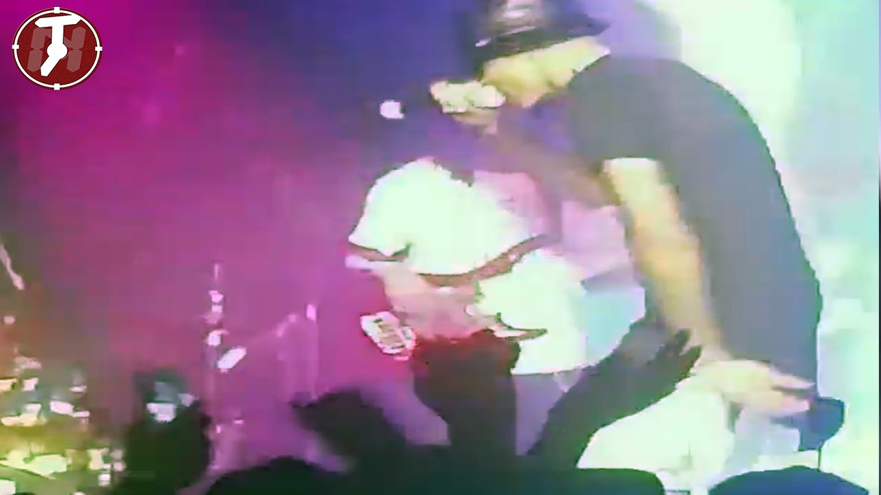 August Alsina Passes Out And Falls Off Stage (Different