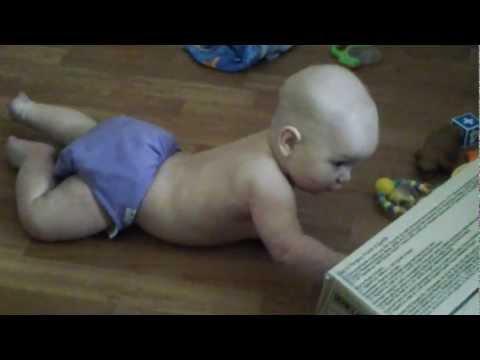 5 месячный ребенок ползает и встает