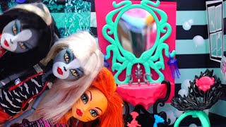 Toralei Makes Mischief ! Toys and Dolls Fun for Kids with Monster High Lagoona's Bath   SWTAD