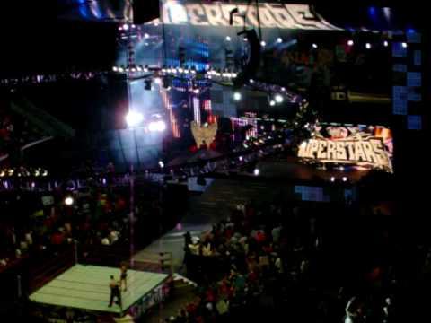 WWE RAW explociones en RBC center raleigh N C