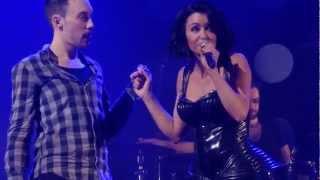 Jenifer - Montée d'un jeune homme sur scène + mademoiselle fume (Toulon - 23 mars 2013)