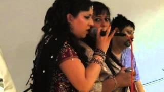 Download Hindi Video Songs - Ame Mahiyaara - Nagrecha Hall, Navratri 2013 - Rajvi Rajani (The Rajani Sisters)