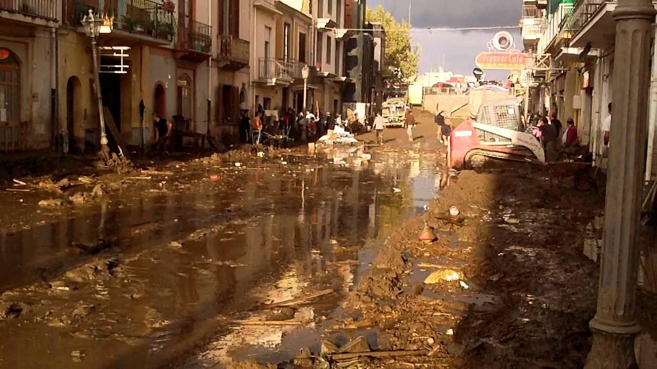 24 11 2011 post alluvione barcellona pozzo di gotto 1 for Arredamenti barcellona pozzo di gotto