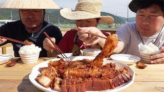 잘 익은 김치로 만든 [[묵은지 삼겹살찜(Braised Pork Belly and Ripe Kimchi)]] 요리&먹방!! - Mukbang eating show