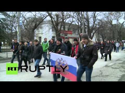 Anti-Maidan rally in Crimea: Hundreds protest in Simferopol