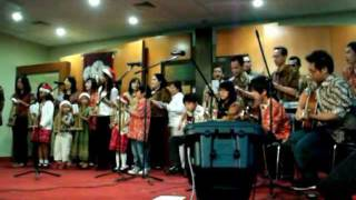 "ECC International Carols 2011: Indonesian Group sings ""Little Drummer Boy"""