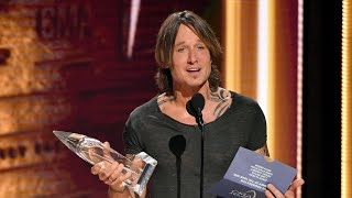 2018 CMAs: Keith Urban Gets Emotional In Entertainer Of The Year Acceptance Speech | Access