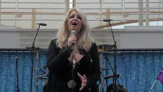 Bonnie Tyler & DNCE sing Total Eclipse of the Heart on Royal Caribbean Mp3