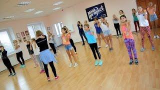 На уроке club dance (клубный танец для детей), педагог Юлия Обжут
