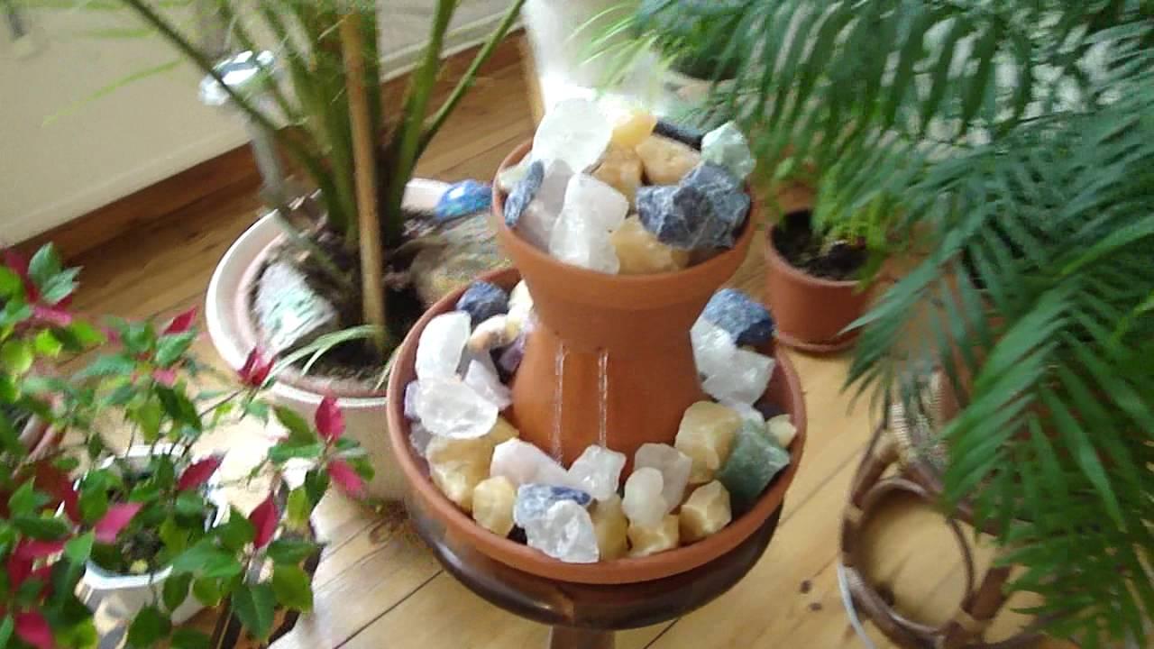 zimmerbrunnen mit pflanzen und beleuchtung wohn design. Black Bedroom Furniture Sets. Home Design Ideas