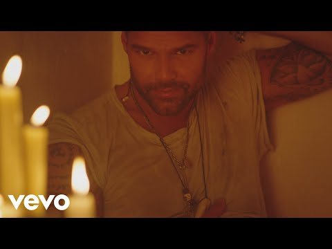 Ricky Martin – Fiebre (Official Video) ft. Wisin, Yandel