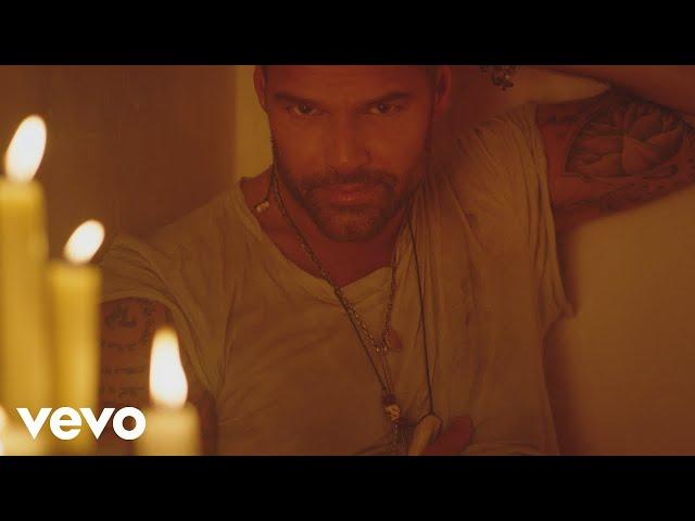 Ricky Martin - Fiebre (Official Video) ft. Wisin, Yandel