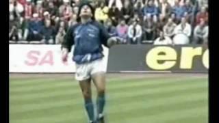 Maradona, calentamiento: Lección de fútbol y baile / Opus - Live is Life