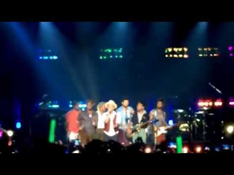 Bruno Mars - treasure Live