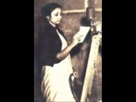 Ferdousi Rahman singing in 1960s Bengali Film 'Ayna O Oboshishto'