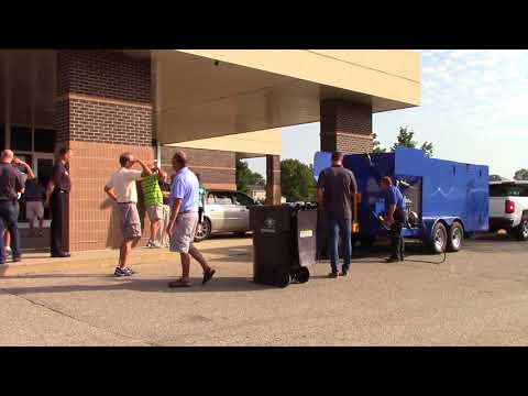 Trash Bin Cleaning Demo at HOA & Property Management Convention. Hydro-Chem Systems