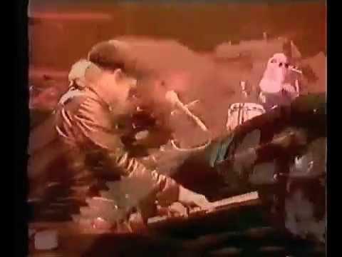 Elton John - Funeral for a Friend/Love Lies Bleeding (Live at Wembley Empire Pool 1977)