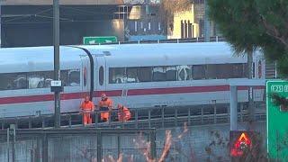شاهد.. خروج قطار ألماني عن مساره في بازل بسويسرا
