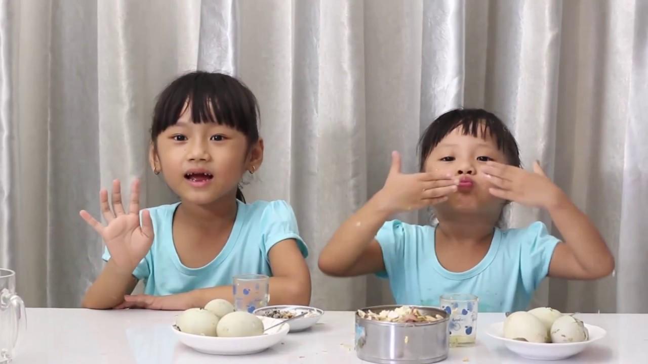 Thi ăn trứng vịt lộn   Cùng hai chị em bé Như Ý _ Hoàn Mỹ - YouTube